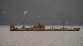 Het wrak van het kapiteinsleonidas vrachtschip in het slordigere kanaal Het westenfjorden van Patagonië, Chili stock afbeeldingen