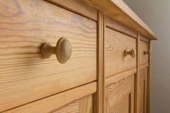 Het zachte hout van drie ladenhandvatten Royalty-vrije Stock Foto