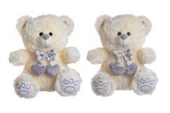 Het zachte stuk speelgoed draagt met harten op een witte achtergrond Stock Foto's