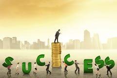 Het zakenlui creeert een succestekst Royalty-vrije Stock Afbeeldingen