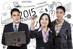 Het zakenlui maakt resoluties in 2015 Stock Foto's