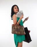 Het zakgeld van de Shopaholicvrouw en creditcard voor gemerkt punt Stock Foto's