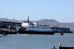 Het Zalophuspassagiersschip Rode en Witte Vloot, capaciteit van 600 passagiers die voor gezicht, twee behandelde dekken en hoogst stock foto's
