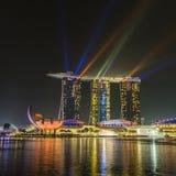 HET ZAND VAN DE JACHTHAVENbaai, SINGAPORE 05 NOVEMBER, 2015: Mooie laser s Stock Foto's
