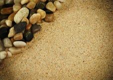 Het zand van Grunge en rotsenachtergrond Royalty-vrije Stock Afbeeldingen