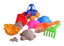 Het zand van kleurrijke die kinderen op geïsoleerd wordt geplaatst Stock Foto's