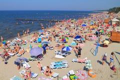 Het zandige strand op de bank van de Oostzee Stock Afbeeldingen