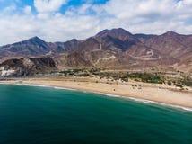 Het zandige strand van Fujairah in de Verenigde Arabische Emiraten stock afbeeldingen