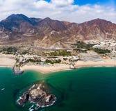 Het zandige strand van Fujairah in de Verenigde Arabische Emiraten stock foto