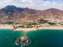 Het zandige strand van Fujairah in de Verenigde Arabische Emiraten royalty-vrije stock foto