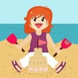 Het Zandkasteel van de Bouw van het meisje Stock Afbeelding