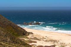 Het zandstrand langs Monterey-kust, Californië Royalty-vrije Stock Foto
