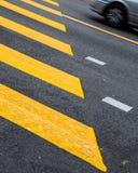 Het Zebrapad van weglijnen stock fotografie