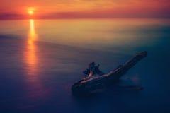Het zeegezicht van de zonsondergang Royalty-vrije Stock Afbeeldingen