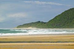 Het zeegezicht van Indische Oceaan en zandig strand bij Grotere St Lucia Wetland Park World Heritage Plaats, St Lucia, Zuid-Afrik Royalty-vrije Stock Afbeelding