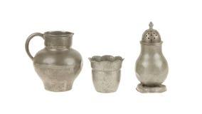 Het zeer oude vastgestelde geïsoleerde hoogtepunt van de tinkeuken van krassen, royalty-vrije stock foto