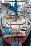 Het zeer slordige dek van een zeilboot, Royalty-vrije Stock Afbeelding