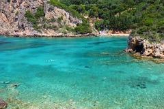 Het zeewater van Korfu stock afbeeldingen