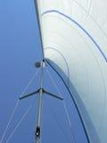 Het zeil en de mast van het jacht Stock Afbeelding