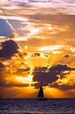 Het zeil van de zonsondergang Stock Foto's