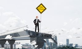 Het zekere teken van de de straatveiligheid van de ingenieursholding Stock Foto's