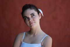 Het zekere tienermeisje denken Stock Foto