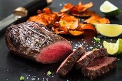 Het zeldzame lendestuk van het braadstukrundvlees royalty-vrije stock afbeelding