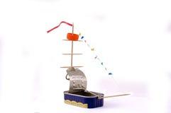 Het zelf-gemaakte stuk speelgoed schip van a kan. Royalty-vrije Stock Afbeeldingen
