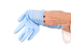 Het zetten op beschermende handschoenen Royalty-vrije Stock Foto's