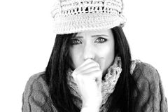 Het zieke vrouw het hoesten geïsoleerde ziek voelen in de winter Royalty-vrije Stock Foto