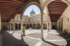 Het ziekenhuis DE Santiago Courtyard in cultureel erfgoed Úbeda van stock foto