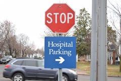 Het ziekenhuis die Deze Manier parkeren Royalty-vrije Stock Afbeelding