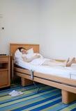 In het ziekenhuis opgenomen vrouw Stock Foto's