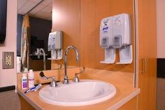 Het ziekenhuisgootsteen Stock Foto