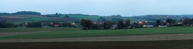 Het zijpanorama van het land in schemering Stock Afbeelding