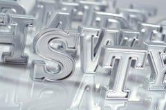 Het zilveren close-up van alfabetbrieven op een wit Royalty-vrije Stock Foto's