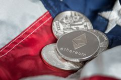 Het zilveren Digitale Muntstuk van Cryptocurrency Ethereum op Verenigde Staten Ame stock foto