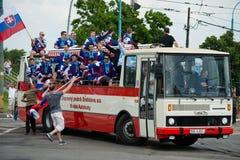 Het zilveren Slowaakse ijshockeyteam begroet met ventilators Royalty-vrije Stock Foto