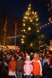 Het zingen jonge geitjes op Duitse Kerstmismarkt Stock Foto's