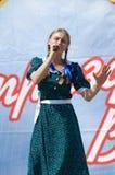 Het zingen van Ekaterina van Fermanyuk Stock Foto's