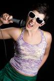 Het Zingen van het Meisje van de muziek Stock Foto's