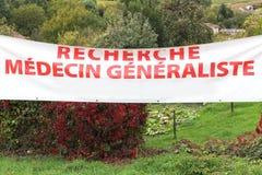 Het zoeken naar een huisarts op een banner in Frankrijk royalty-vrije stock fotografie