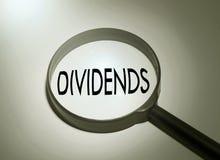 Het zoeken van dividenden stock afbeeldingen