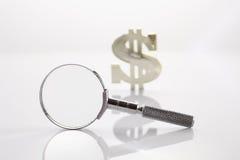 Het zoeken van geld Stock Foto