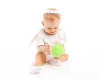 Het zoete baby spelen met stuk speelgoed op wit Royalty-vrije Stock Foto's