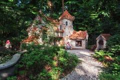 Het zoete huis van het sprookje Hansel en Gretel in de fee Royalty-vrije Stock Foto