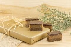 Het zoete suikergoed behandelt op een houten achtergrond royalty-vrije stock foto