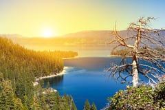 Het zonlicht glanst op landschapsscène in Meer Tahoe Californië royalty-vrije stock fotografie