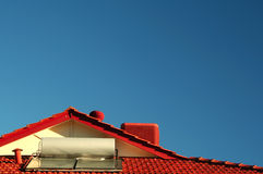 Het zonne Aangedreven Verwarmingssysteem van het Water Stock Afbeeldingen