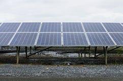 Het zonne elektrische centrale vernieuwbaar gebruiken stock afbeelding